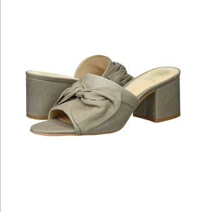NWT Vince Camuto Sharrey Bow Mules